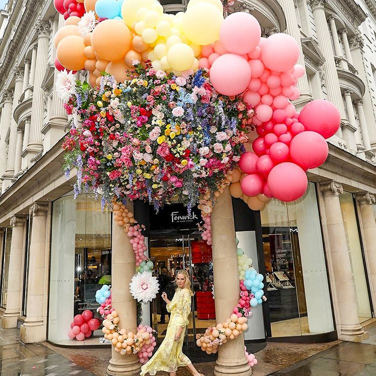 Decoración globos exterior con flores