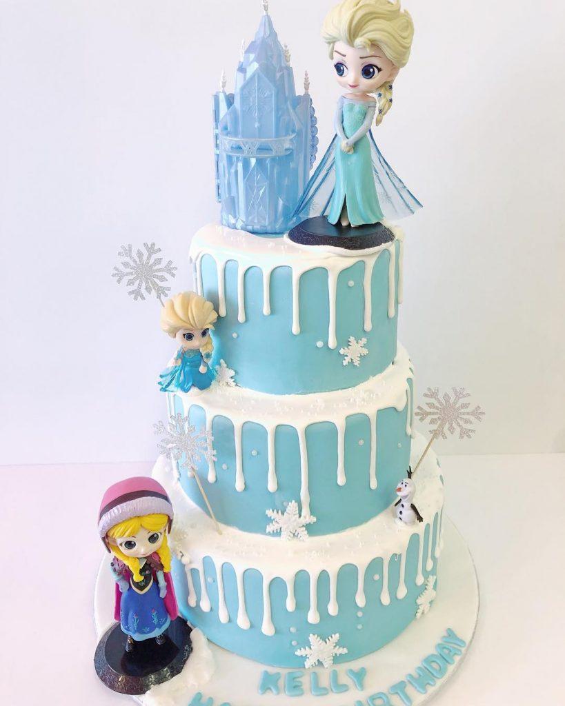 torta castillo con Elsa y Anna bebés