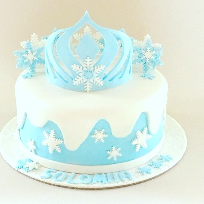 torta con la corona de la princesa de hielo
