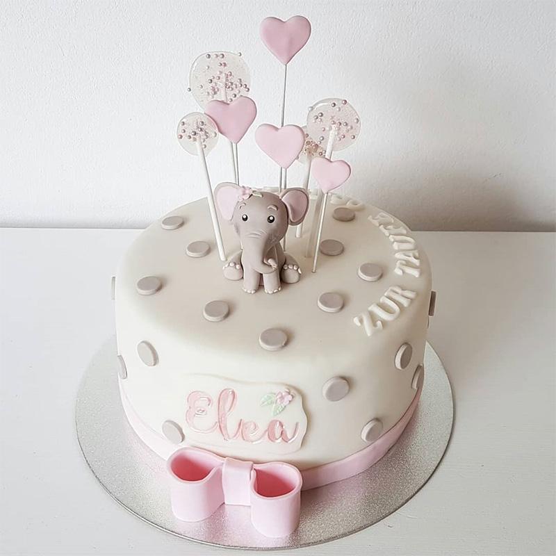 Torta de bautizo para niña con elefante decoración sencilla.