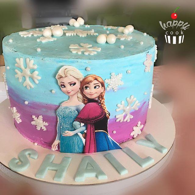 Torta sencilla con aplique impreso de Anna y Elsa